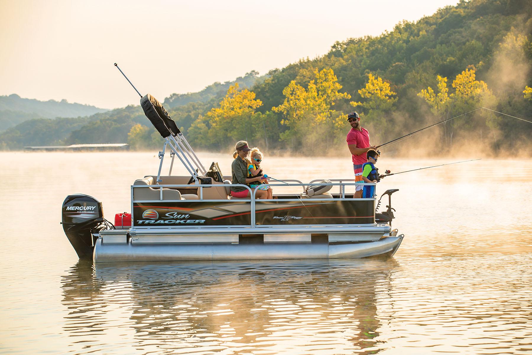 釣りの出来るポンツーンボート