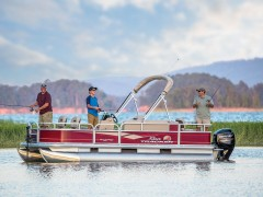 _2018_SUN-TRACKER_112018_Fishing-Pontoons_2462018_BASS-BUGGY-18-DLX_4227_Product-Beauty_1326546_STBB18DLX_F069Ext_18