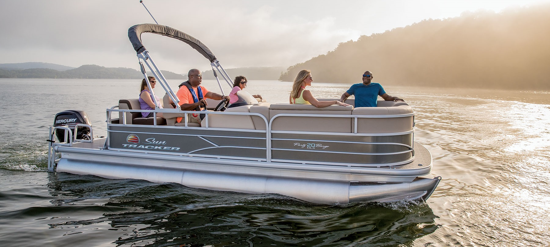 _2018_SUN-TRACKER_112018_Recreational-Pontoons_2452018_PARTY-BARGE-20-DLX_4234_Product-Beauty_1326546_STPB20DLX_R018_18
